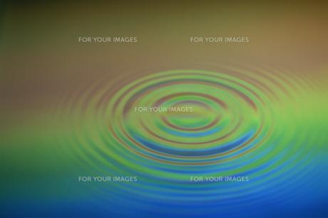 水面の波紋の素材 [FYI01146189]