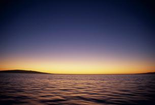夕暮れのハワイの海の素材 [FYI01146233]
