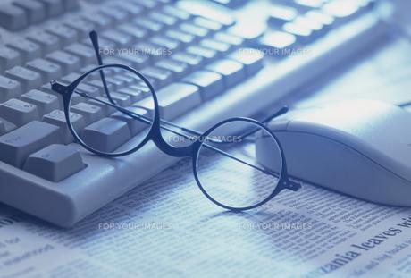 キーボードとメガネの素材 [FYI01146252]