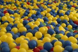 たくさんのカラーボールの素材 [FYI01146301]
