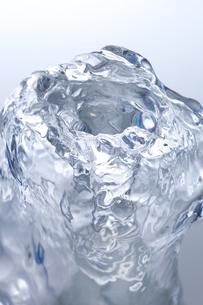 盛り上がる水の表面の素材 [FYI01146672]