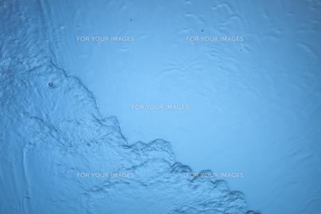 流れる水の表面の素材 [FYI01146732]