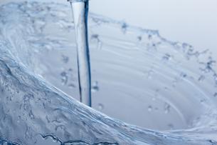 空中を跳ねる水の素材 [FYI01146830]