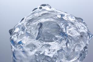 盛り上がる水の表面の素材 [FYI01146832]