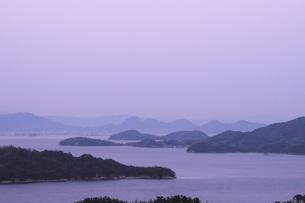 黄昏の島波の素材 [FYI01149805]