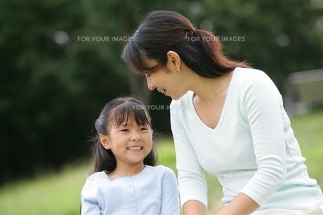 母と娘の素材 [FYI01152444]