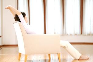 リラックスした女性の素材 [FYI01152557]