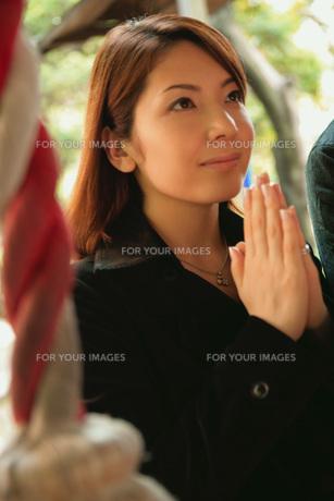 祈る女性の素材 [FYI01152595]