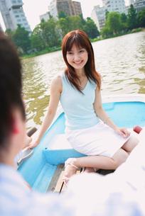 ボートに乗るカップルの素材 [FYI01152637]