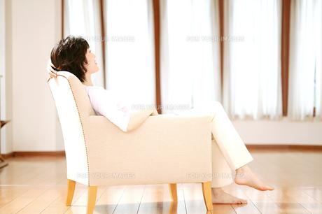 リラックスした女性の素材 [FYI01152665]