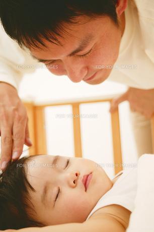 パパと赤ちゃんの素材 [FYI01152742]