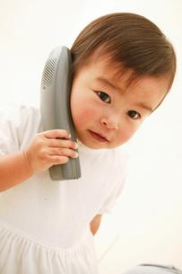 電話する子どもの素材 [FYI01152932]