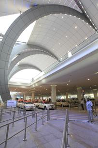 ドバイ国際空港のタクシー乗り場の素材 [FYI01153696]