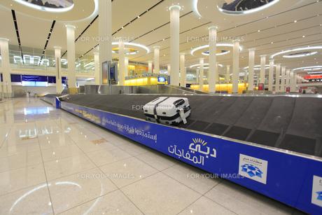 ドバイ国際空港の手荷物カウンターの素材 [FYI01153742]