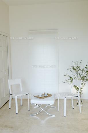 白を基調としたリビングルームの素材 [FYI01156815]