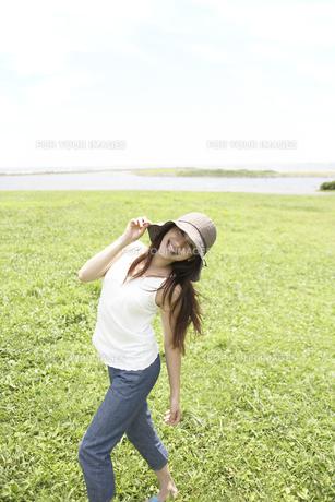 帽子をかぶった女性の素材 [FYI01156821]