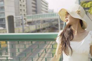 帽子をかぶった女性の素材 [FYI01156871]