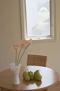 花と花瓶と果物の素材 [FYI01156886]