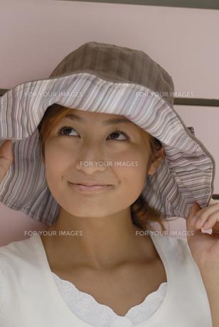 帽子をかぶった女性の素材 [FYI01156928]