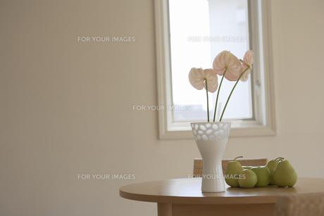 花と花瓶と果物の素材 [FYI01156949]