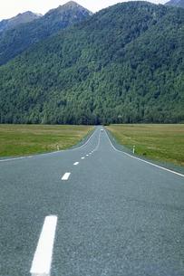長く続く道の素材 [FYI01158693]