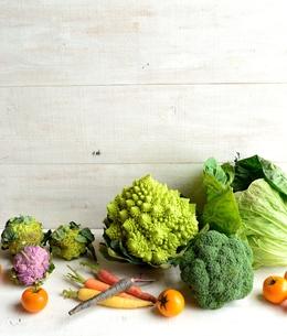 ロマネスコとブロッコリーと野菜の写真素材 [FYI01158786]