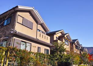 秋の京都新興住宅街の写真素材 [FYI01158862]