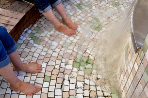 伊豆の足湯施設の写真素材 [FYI01159071]