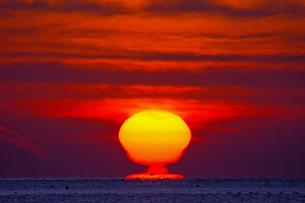 分離する朝日の写真素材 [FYI01159309]