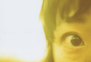 女性の右目の写真素材 [FYI01159334]
