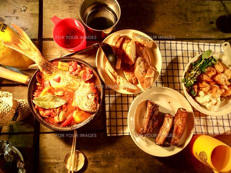 キャンプ アクアパッツァ ご飯の写真素材 [FYI01159368]
