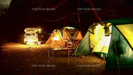 テント キャンプの写真素材 [FYI01159369]