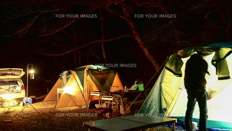 テント キャンプの写真素材 [FYI01159370]