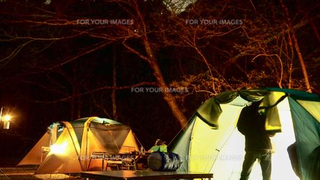 テント キャンプの写真素材 [FYI01159371]