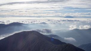 山頂 雲海の写真素材 [FYI01159382]