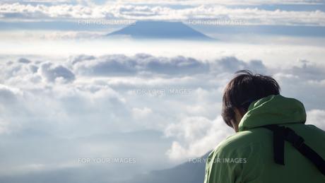 山頂 雲海の写真素材 [FYI01159384]