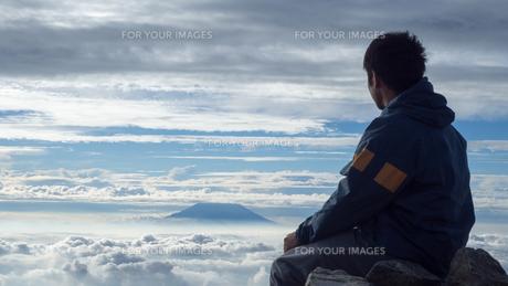 山頂 雲海の写真素材 [FYI01159386]