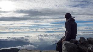 山頂 雲海の写真素材 [FYI01159387]