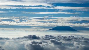 山頂 雲海の写真素材 [FYI01159389]