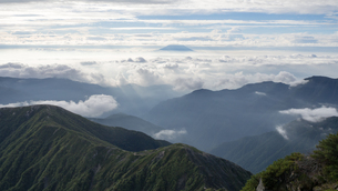 山頂 雲海の写真素材 [FYI01159392]