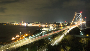 関門海峡 橋 夜景の写真素材 [FYI01159406]
