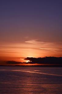 東京湾の夕日の写真素材 [FYI01159463]