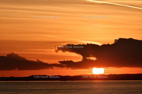 東京湾の夕日の写真素材 [FYI01159464]