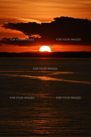 東京湾の夕日の写真素材 [FYI01159465]