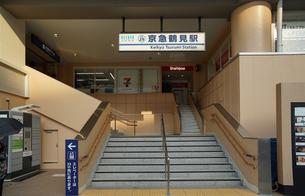 京浜急行の京急鶴見駅の入り口の写真素材 [FYI01159543]