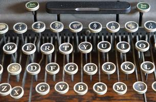 古いタイプライターのキーの写真素材 [FYI01159551]
