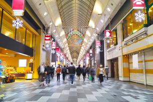 夜の寺町京極商店街の写真素材 [FYI01159593]