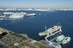 横浜港と山下公園の写真素材 [FYI01159963]