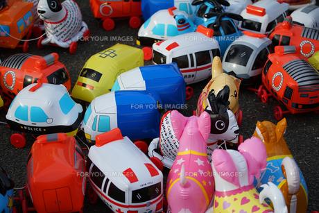 沢山のおもちゃのビニール風船の写真素材 [FYI01159976]