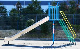 晴れた公園のすべり台の写真素材 [FYI01160401]